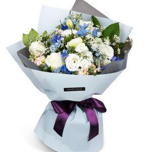 화이트 블루 꽃다발